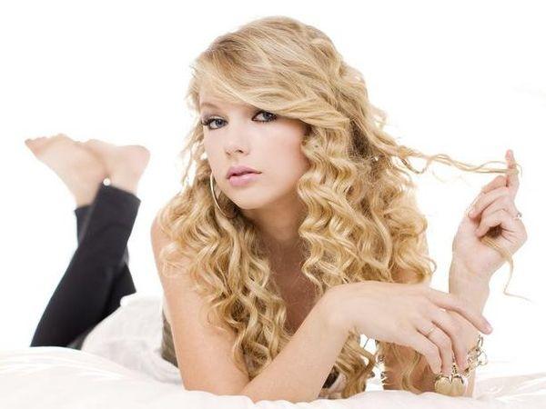 """Taylor Swift accusata di razzismo per il video di """"Shake it off"""" - GUARDA"""