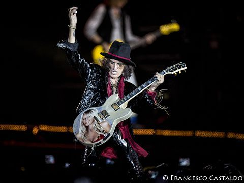 Joe Perry (Aerosmith) torna sul palco con gli Hollywood Vampires dopo il malore - VIDEO