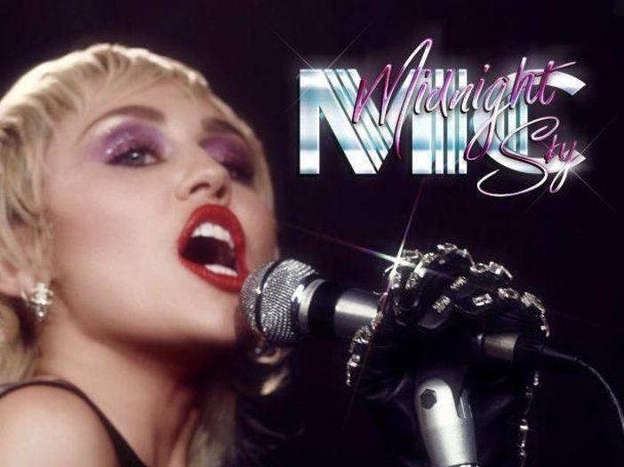 La irresistibile passione di Miley Cyrus per le cover