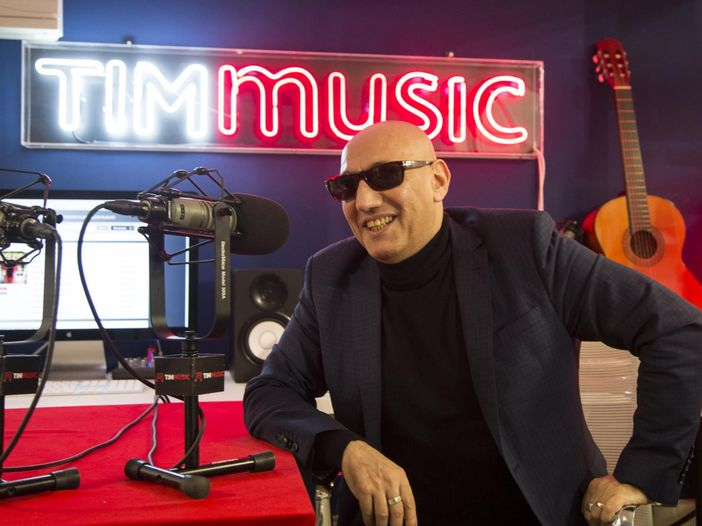 Giuliano Palma racconta l'album natalizio 'Happy Christmas' in una AlbumStory su TIMMUSIC