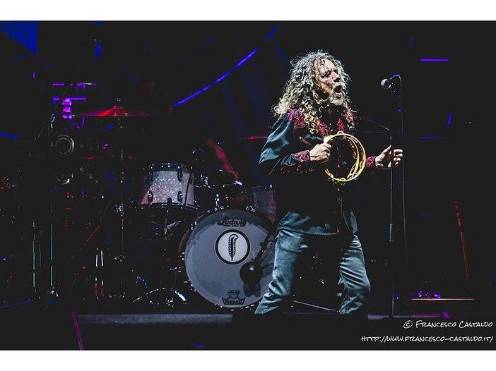 """Robert Plant è in grande forma e interpreta il classico dei Led Zeppelin """"Whole lotta love"""" - VIDEO"""