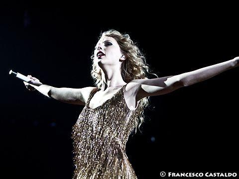 Londra, invasione di palco al concerto di Taylor Swift