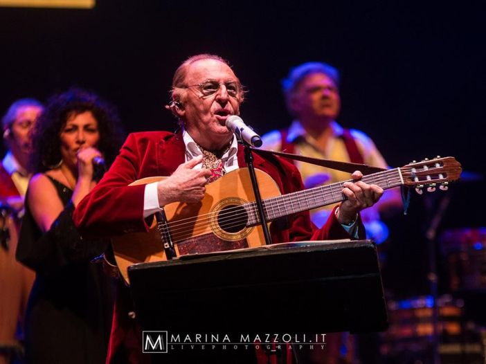 Renzo Arbore annulla e rinvia il concerto in programma a Bologna per problemi di salute