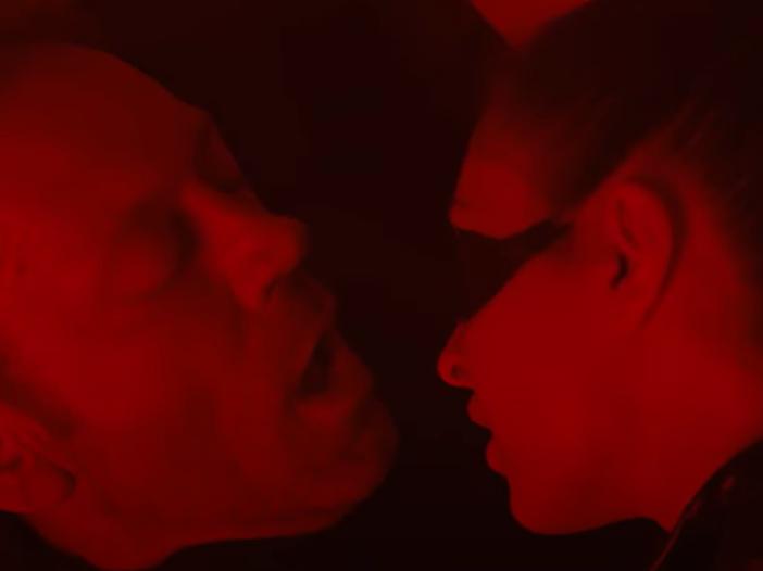 """Rocco Siffredi va in bianco nel video di """"Kill me"""" di Lialai"""