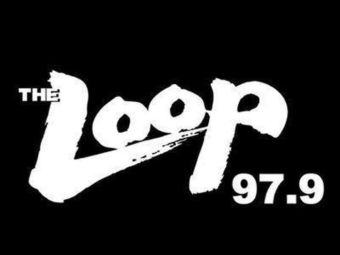 Chiude una storica radio rock di Chicago e affida al diavolo l'ultimo saluto