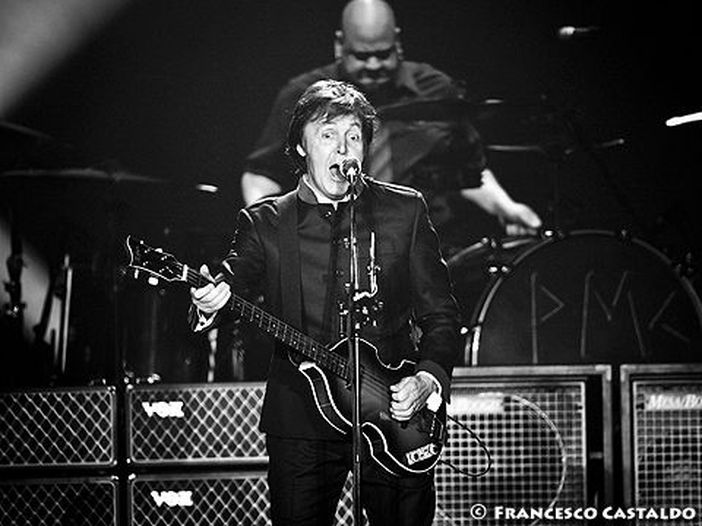 Vince i biglietti per McCartney mangiando scarafaggi
