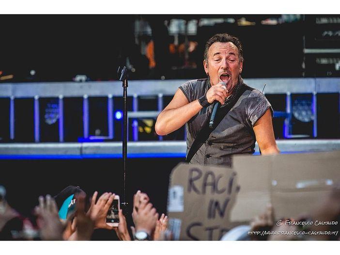 Springsteen canta due standard natalizi all'evento benefico di Sting per la foresta pluviale - VIDEO