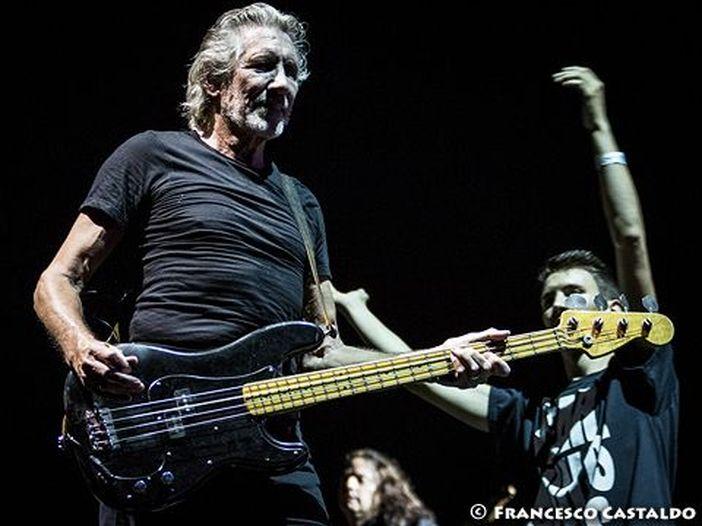 Roger Waters e Eddie Vedder (ancora) insieme sullo stesso palco: i due cantano 'Comfortably numb' - VIDEO