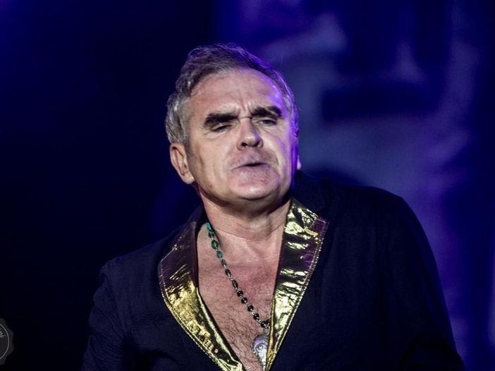 Morrissey: due ragazzi lo contestano e lui li caccia dal concerto. Video