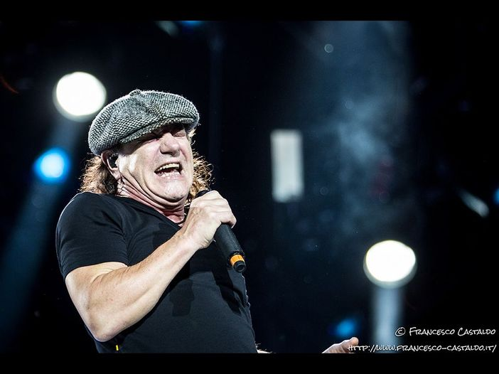 Foo Fighters e Brian Johnson insieme per una cover live di 'Back in Black': video