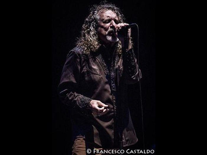 Quella volta che Robert Plant perse al karaoke con un sosia di Elvis