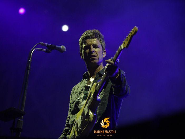 "Noel Gallagher, ""Who Built the Moon?"" diventa anche un libro"