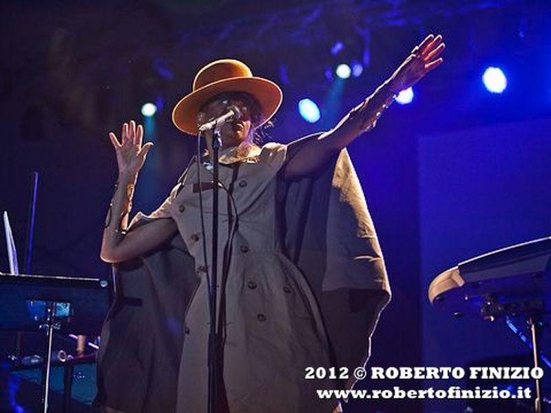 Slingbaum: ascolta il nuovo brano 'Behoove' con Erykah Badu e D'Angelo