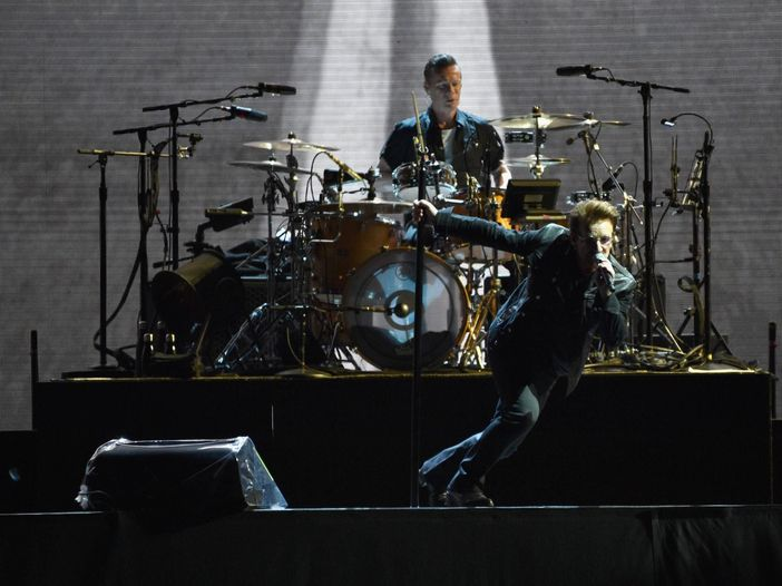"U2, a Londra duetto con Noel Gallagher su ""Don't look back in anger"" - video"