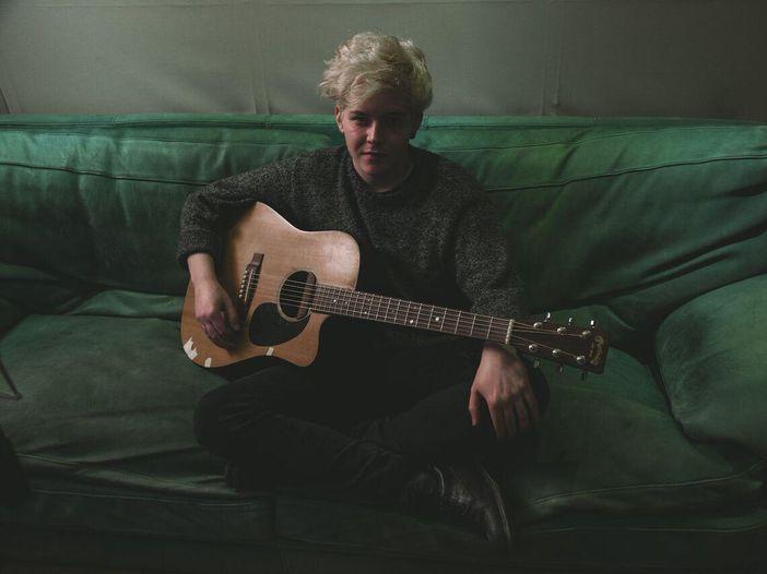 Alessandro Ragazzo, 'Alone' #NoFilter per Rockol - VIDEO