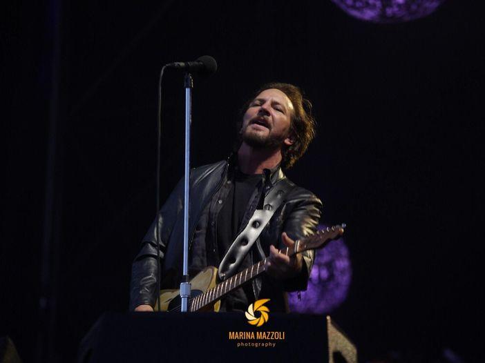 """""""Stasera fate parte della band"""": Pearl Jam, lo spirito di un gruppo e del suo pubblico - la recensione del concerto di Milano"""