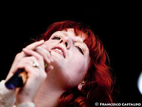 Florence Welch compie trent'anni: un po' di cose che probabilmente non sapete della voce dei Florence + the Machine