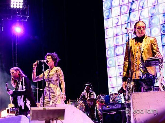 Capodanno ad Aspen, sul palco un supergruppo con Matt Berninger (National) e Win Butler (Arcade Fire) - FOTO