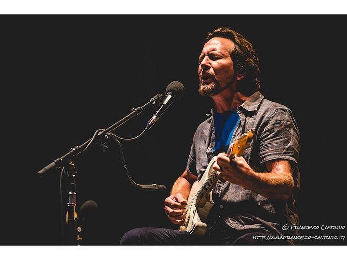 """Eddie Vedder suona """"In God's Country"""" degli U2 nel luogo dove venne girato 'Rattle and Hum'"""