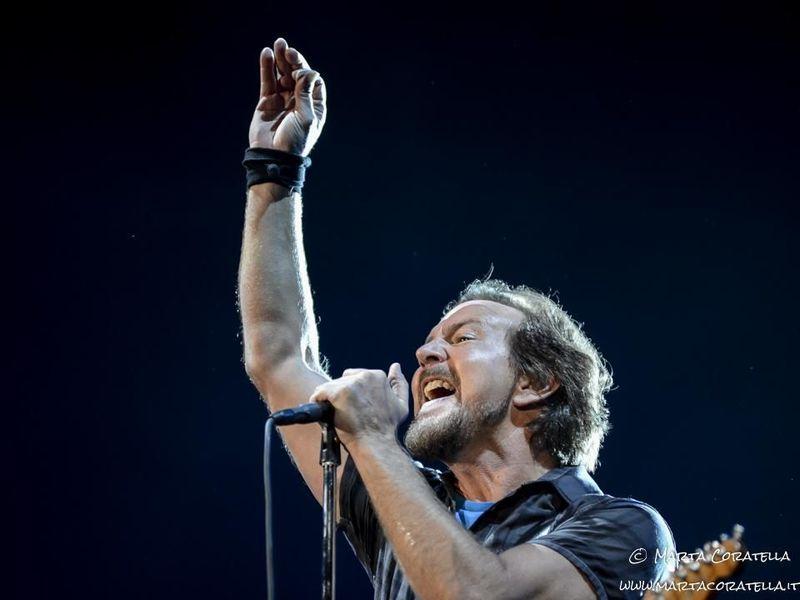 """Quando i Nirvana fecero uno scherzo a Eddie Vedder: """"Perché non fai un disco con musicisti veri?"""""""