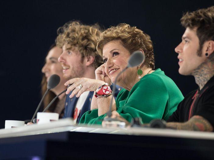 X Factor, fumo sui giudici e microfoni spenti. Eliminati i Red Bricks Foundation