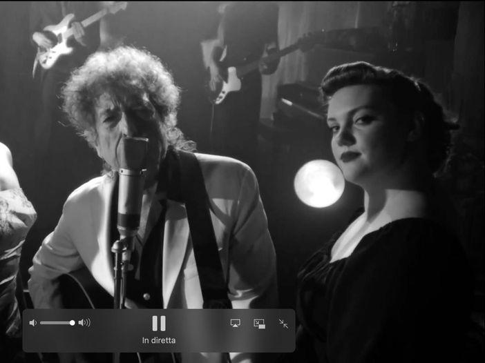 """Bob Dylan ha trasformato il suo primo livestream in una puntata di """"Twin Peaks"""""""