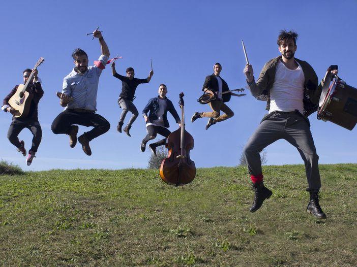 Chi sono i La Rua, la band nu-folk oggi sul palco del Concerto del Primo Maggio di Roma