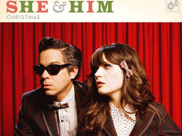 She & Him, la cover 'da quarantena' di 'Darlin'' dei Beach Boys. Video