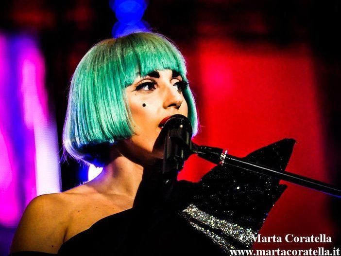 Lady Gaga senza veli per 'Artpop'. Le foto e il trailer del nuovo album