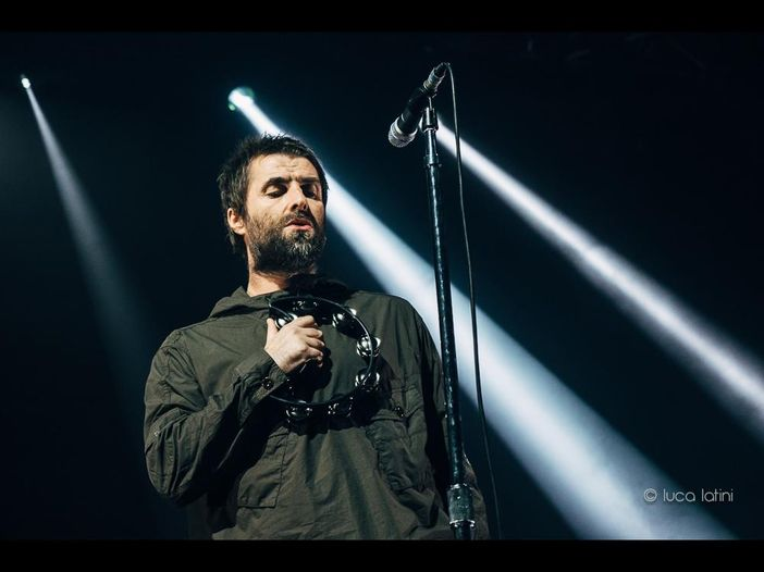 Liam Gallagher sul palco del Lollapalooza con i Killers. VIDEO