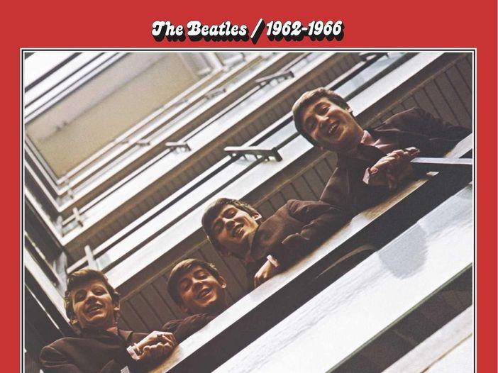 """La storia di """"1962-1966"""" dei Beatles"""