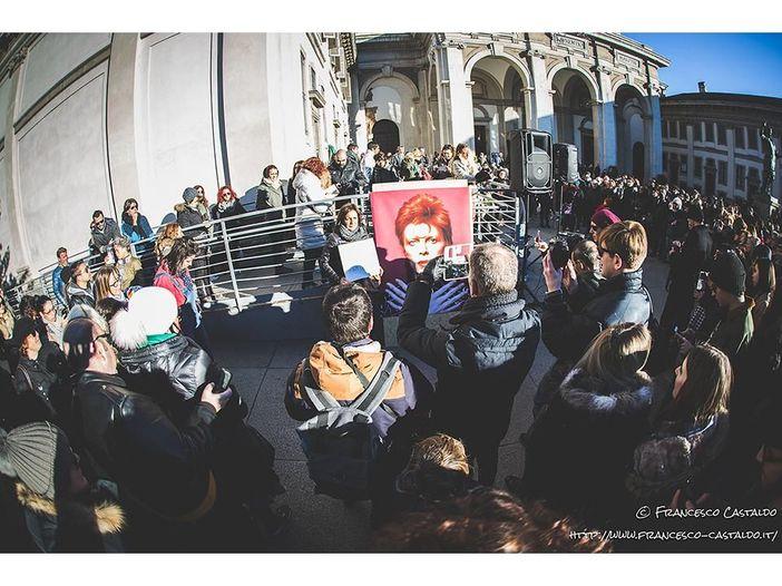 Daily Mail, Lesley-Ann Jones rilancia l'ipotesi sulla morte 'programmata' di David Bowie: 'Fu suicidio assistito'