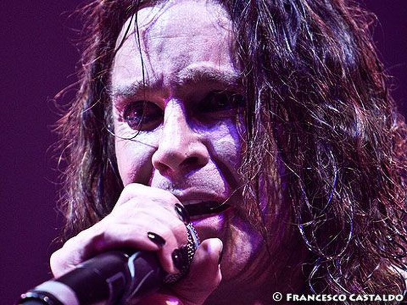 Come suonare Ozzy Osbourne (ma non solo) con ciotole e bottiglie. Video