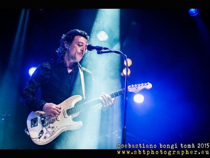 Federico Poggipollini, 'Città in fiamme' in versione unplugged per Rockol. Video