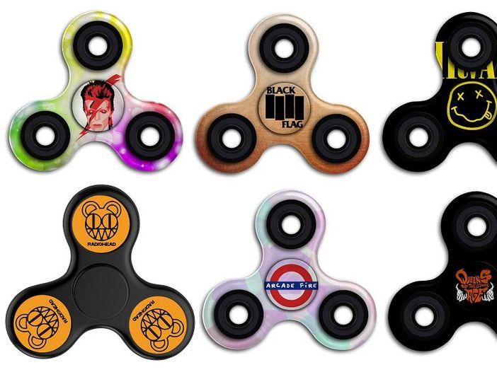 Fidget spinner, store online invasi da quelli brandizzati (senza autorizzazione) coi loghi delle band
