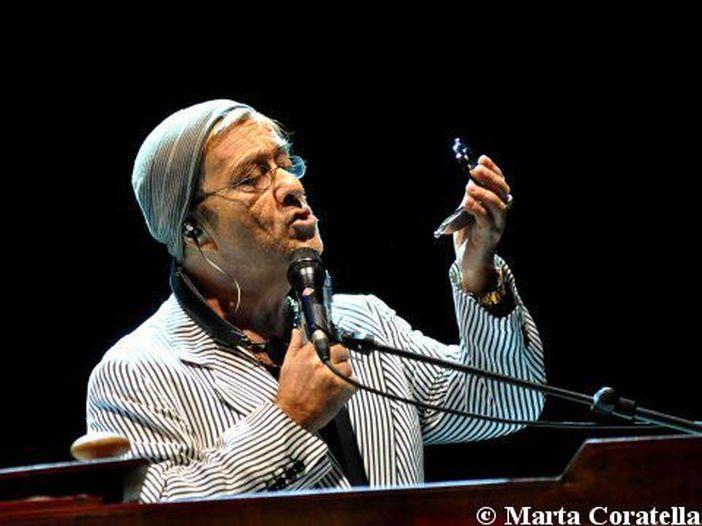 Lucio Dalla, una petizione chiede al sindaco di Bologna di acquistare la panchina dedicata al cantautore