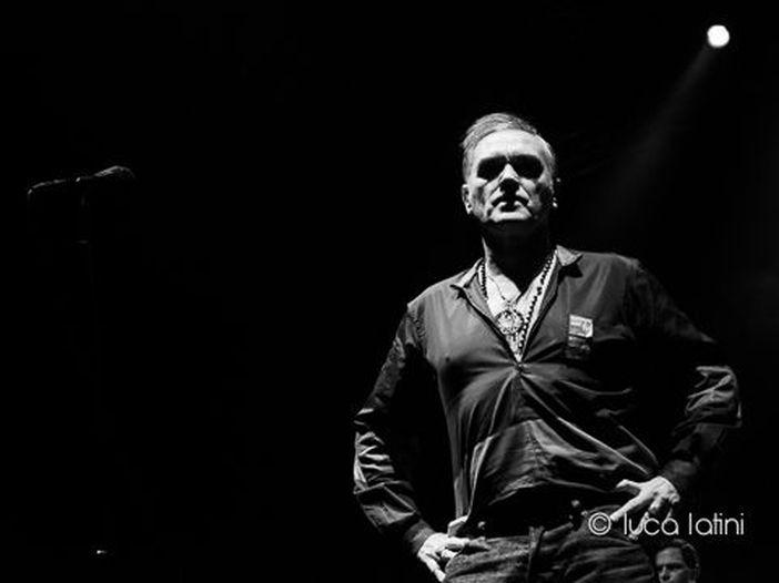 I Killers suonano 'This Charming Man' per i fan di Morrissey dopo che lui annulla il suo concerto