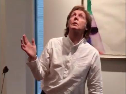 #MannequinChallenge, le popstar impazziscono per il nuovo gioco social: ecco di cosa si tratta - VIDEO