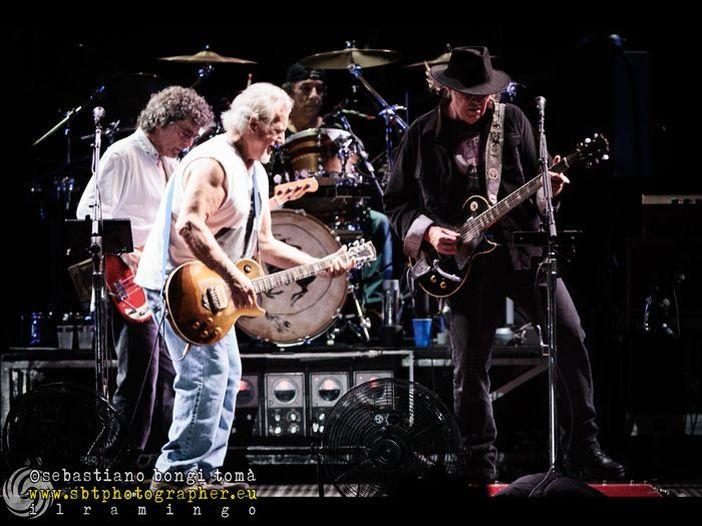 Bridge School Benefit, Neil Young suona con Nils Lofgren - VIDEO