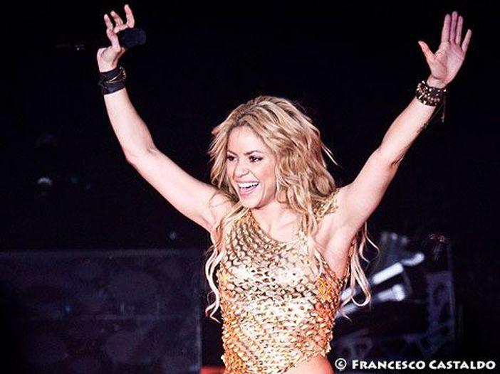 Concerti, Shakira: la data di Milano di inizio dicembre verrà recuperata a giugno. I dettagli
