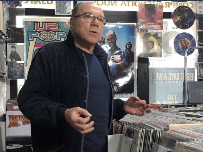 """Carlo Verdone racconta la sua passione per i dischi nel documentario """"Vinilici"""""""