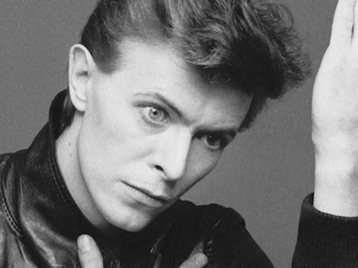 Svelata la prima statua al mondo in onore di David Bowie – FOTO / VIDEO