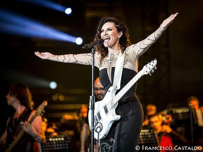 Laura Pausini, il nuovo album è 'Simili': fuori in autunno. Tour negli stadi a giugno 2016 - VIDEO