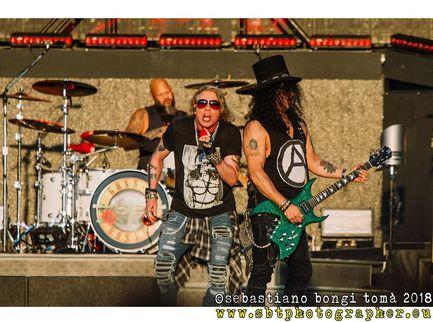 I Guns N' Roses condividono alcuni video live sui social per i fan in quarantena