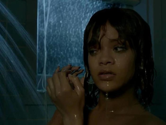"""Rihanna: è online il video molto hot di """"Needed Me"""" - GUARDA"""
