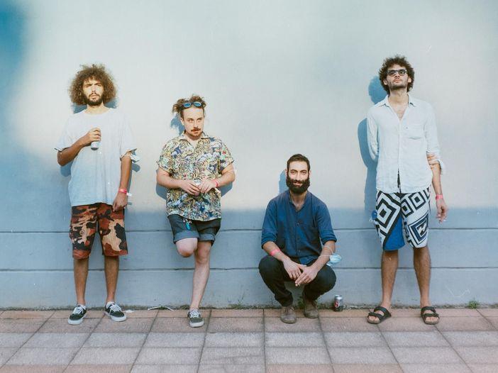 Tonno: il mondo nonsense della band toscana, dove è bello sentirsi inadeguati