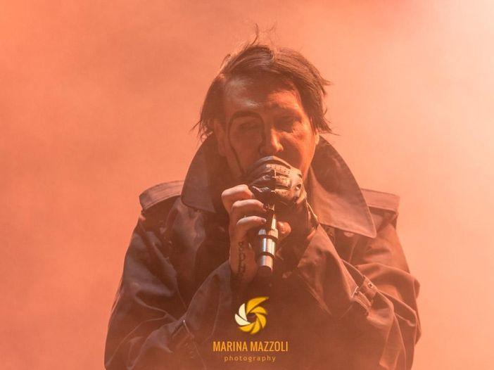 """Quella volta che Marilyn Manson ha rifiutato """"il trono"""" di Dave Grohl e Axl Rose"""