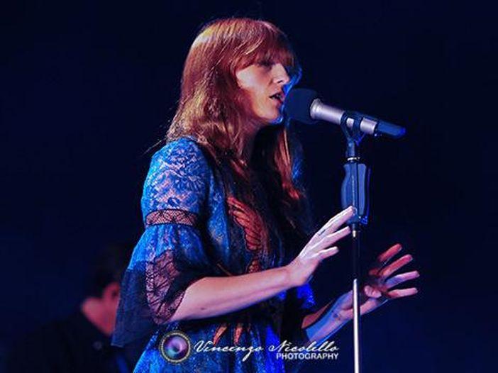 Florence and The Machine: pubblicato il video dell'ultimo singolo 'Big God' – GUARDA