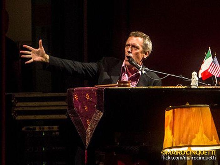 Hugh Laurie: uscirà il 9 maggio l'album blues del 'Dr. House'
