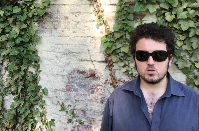 """Davide Amati suona """"I Santi"""" con Nicolò Carnesi per Rockol"""